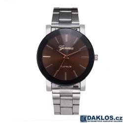 Elegantní náramkové hodinky - kávové pozadí s kovovým páskem