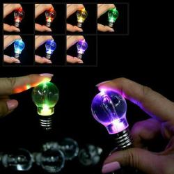 LED žárovka / svítilna jako klíčenka / přívěšek